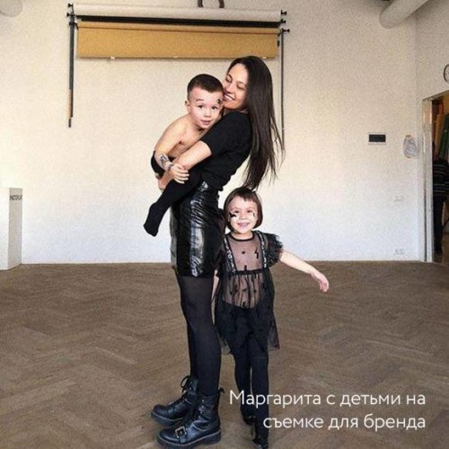 Маргарита с детьми на съемке для бренда